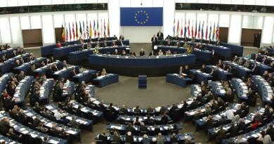 الاتحاد الأوروبي يحذر بأنه سيرد على قيود أمريكية محتملة على التجارة