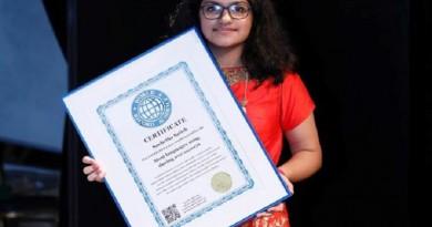 بالفيديو: طفلة هندية تحطم الأرقام القياسية بموهبة غنائية فريدة