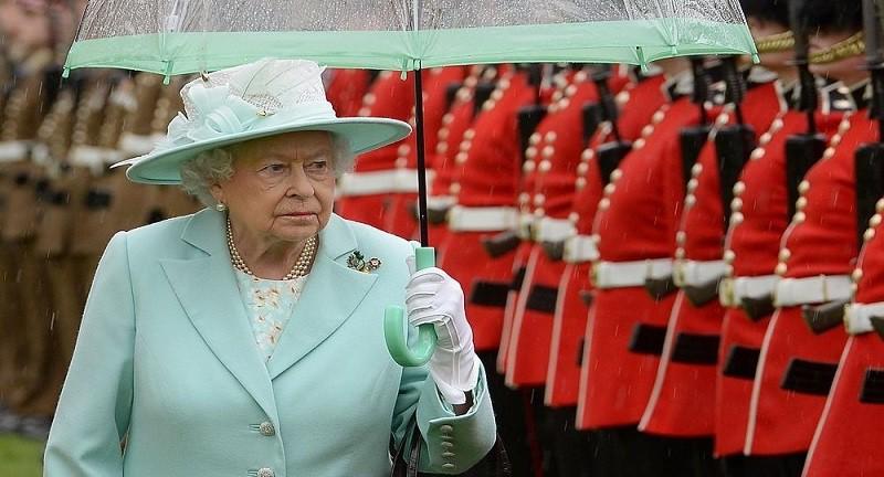 محادثات سرية لتحديد خليفة الملكة إليزابيث