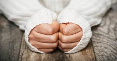 السبب الحقيقي لبرودة أيدي النساء!