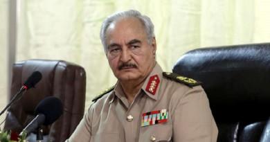 حفتر.. قائد مخضرم ينافس على السلطة وسط رمال ليبيا المتحركة