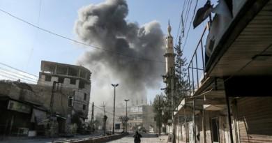 """أهالي الغوطة الشرقية """"يدفنون أنفسهم"""" في الملاجئ وسكان دمشق خائفون"""