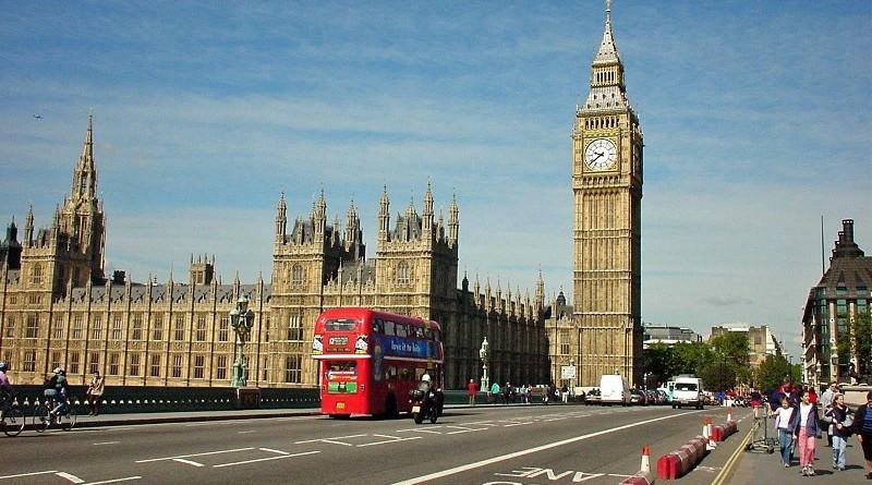 """""""ديلي ميل"""": رسائل """"مروعة"""" تشجع على تفجير المساجد في بريطانيا"""