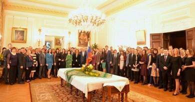 مغادرة 23 دبلوماسيا روسيا مبنى السفارة الروسية في لندن