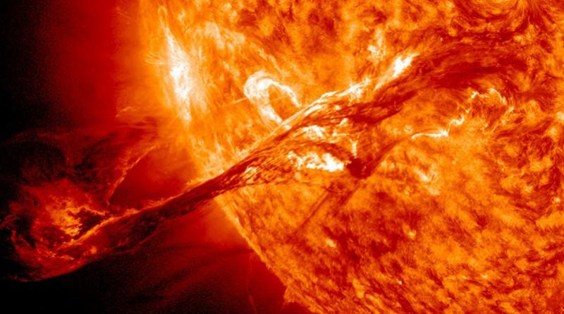 وزن الشمس يقل تدريجيا