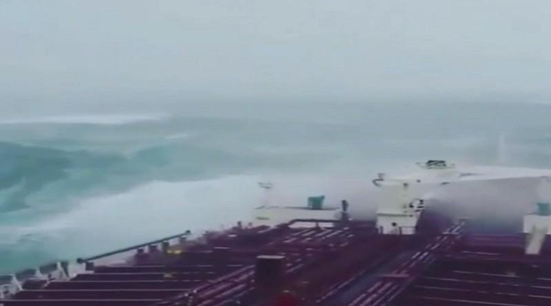 بالفيديو...إعصار مكونو يضرب سواحل اليمن ويخلف ضحايا