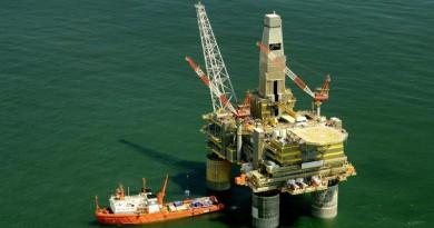 إيني: عقوبات واشنطن لن تؤثر على مشترياتنا من النفط الإيراني