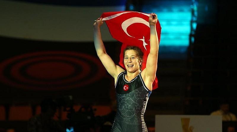 """اللاعبه التركية """"أدار"""" تتوج بذهبية 76 كجم في بطولة أوروبا فى المصارعة"""