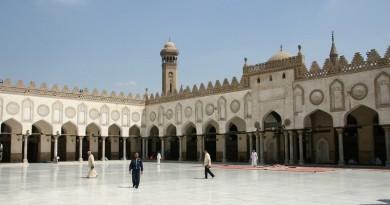 الأزهر يهنئ الشعب المصري والأمتين العربية والإسلامية بحلول شهر رمضان
