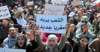 المغاربة يتظاهرون احتجاجا على الأحكام بحق نشطاء الريف