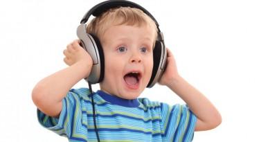 """""""سماعات الأذن"""" قد تضر أطفالكم"""