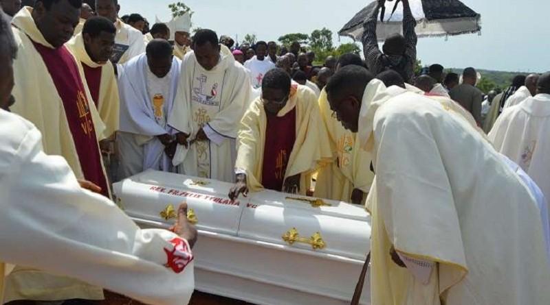 """نيجيري يدفن والده في سيارة """"بي إم دبليو"""" فارهة"""