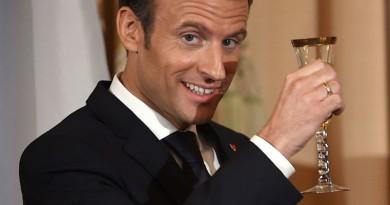 الرئيس الفرنسي في روسيا لحضور مباراة نصف النهائي