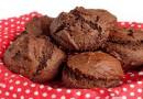 PEAR & PISTACHIO CHOCOLATE MUFFINS