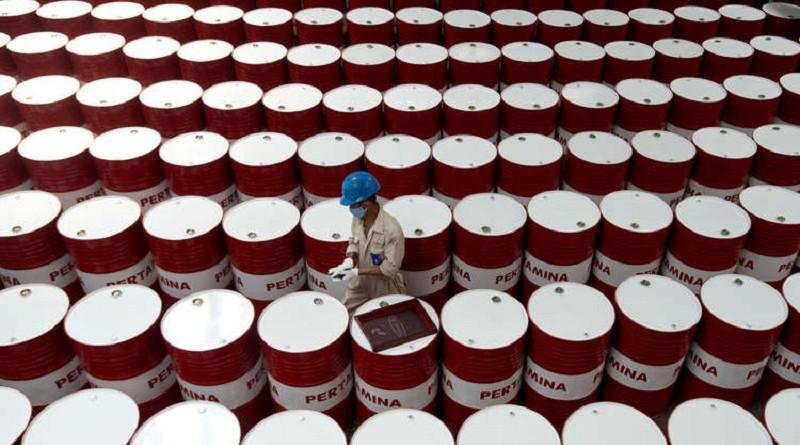 """الوكالة الدولية للطاقة تحذر من """"خطر"""" في سوق النفط"""
