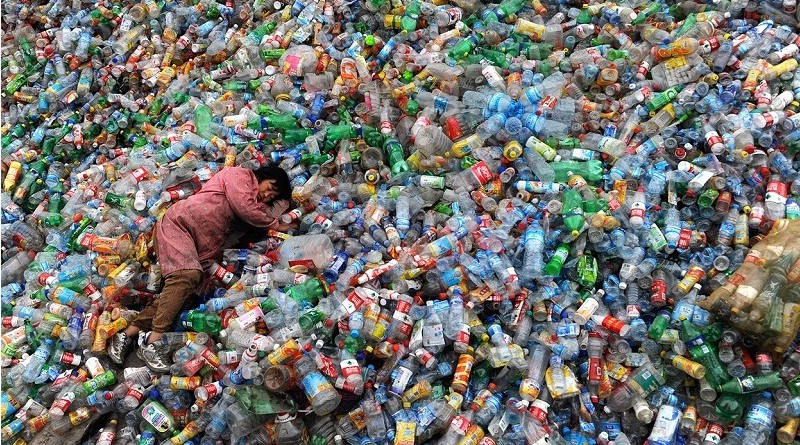 هل تنتصر البشرية علي البلاستيك ؟!