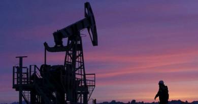 النفط يتراجع وسط مخاوف على النمو الاقتصادي