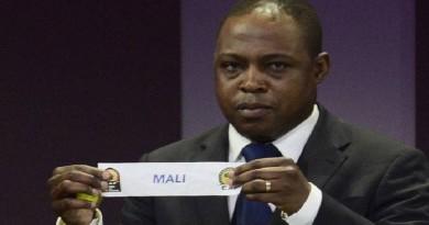 رشاوى قطريّة وراء معاقبة النجم الزامبي كالوشا بواليا