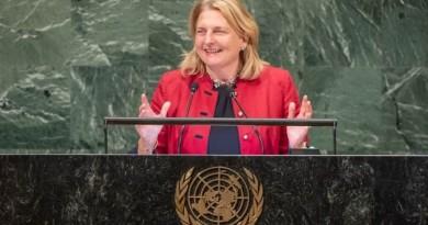 كارين كنايسل الشقراء التي تحدثت بالعربية في الأمم المتحدة