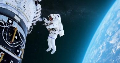 حمدان بن راشد يوجه رسالة لرائدي الفضاء الإماراتيين في روسيا