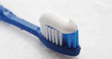 معاجين الأسنان ومعلومات جديدة عن مخاطر