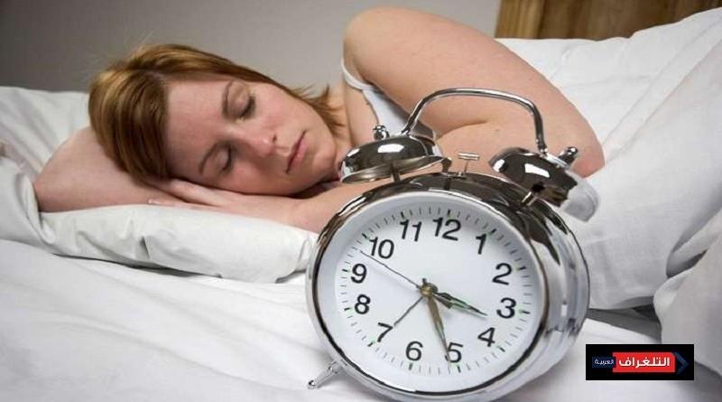 ضرر النوم والعيون مفتوحة