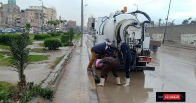 الأحياء مستمرة في إزالة آثار موجة الطقس السيئ بالإسكندرية