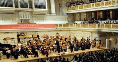 موسيقى خيرت مع اعمال موتسارت وبيزيه على الطريقة الصينية باوبرا القاهرة والاسكندرية