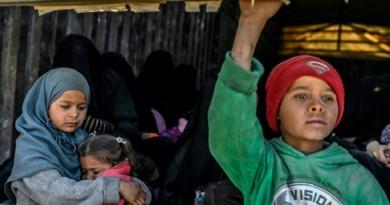 استأنف إجلاء المحاصرين في شرق سوريا يحدد ساعة الصفر
