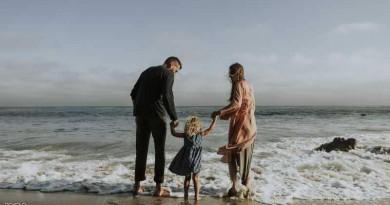 """دراسة تكشف من """"أكثر سعادة"""" الآباء أم الأمهات؟"""