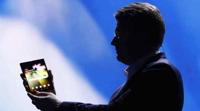 سامسونج تكشف عن موعد إطلاق هاتفها القابل للطي
