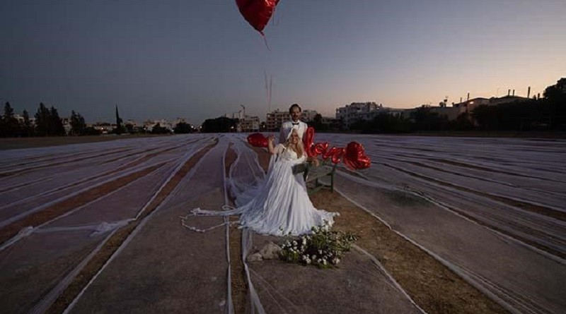 فتاة تدخل موسوعة جينيس بأطول طرحة زفاف