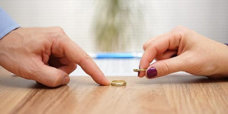 بعد 3 دقائق فقط من زوجها...امرأة تطلب الطلاق