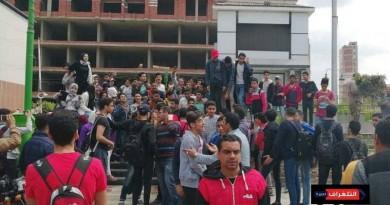 """""""السيستم وقع""""...وقفة احتجاجية أمام قصر ثقافة الزقازيق من طلاب الثانوي"""