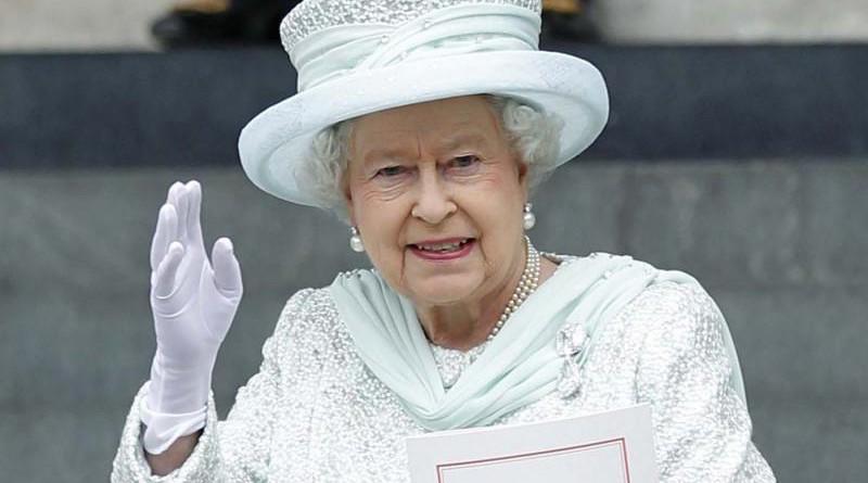 """ملكة بريطانيا تنشر صورة على """"إنستجرام"""" خلال زيارة متحف للعلوم"""