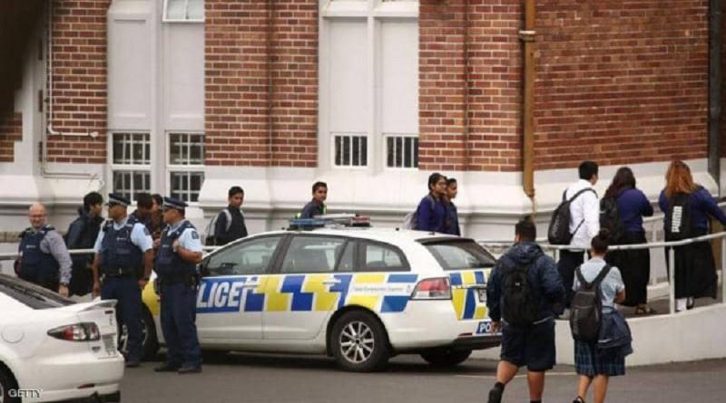 نشرت عناصر مسلحة أمام المساجد في نيوزيلندا