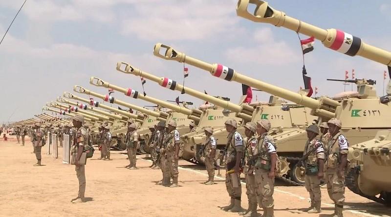 """موقع عبري: """"ليس فقط غواصات.. مصر تشتري السلاح وتستعد للحرب"""""""