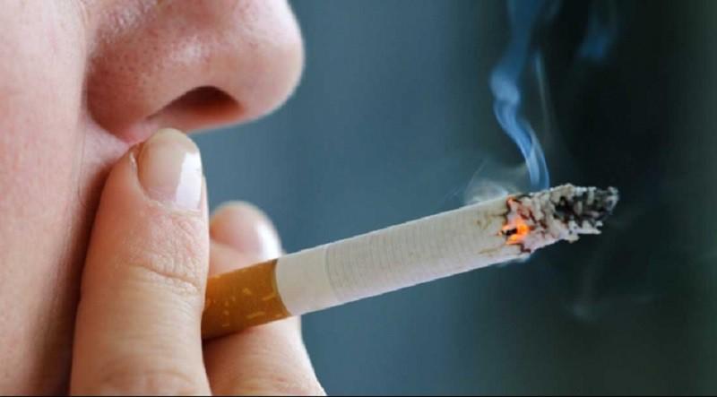دراسة: التدخين والكحول معًا يحدثان أضرارًا مزدوجة بالدماغ