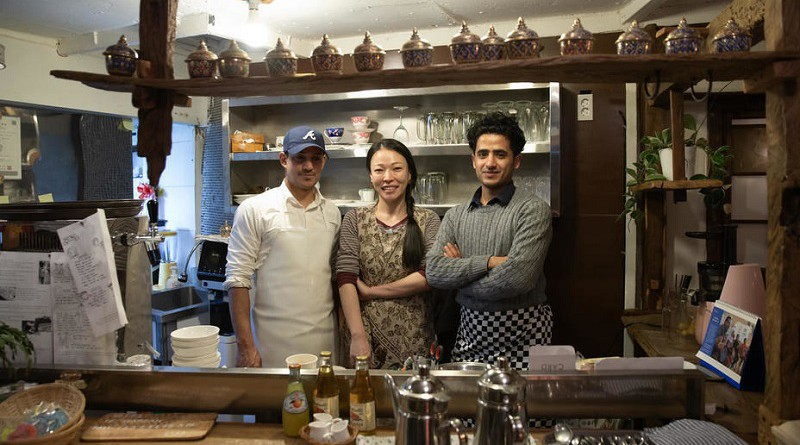 """""""وردة"""" مطعم يمني في كوريا يشكل جسرًا لتبادل الثقافات بين شعبي البلدين (فيديو)"""