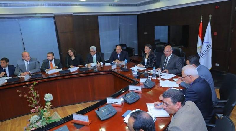 وزيرا النقل والاستثمار يبحثان تشجيع الاستثمارات في مجالي الموانئ والنقل التشاركي