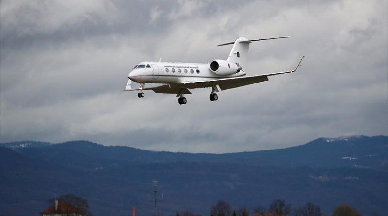 وصول طائرة بوتفليقة إلى مطار عسكري في الجزائر