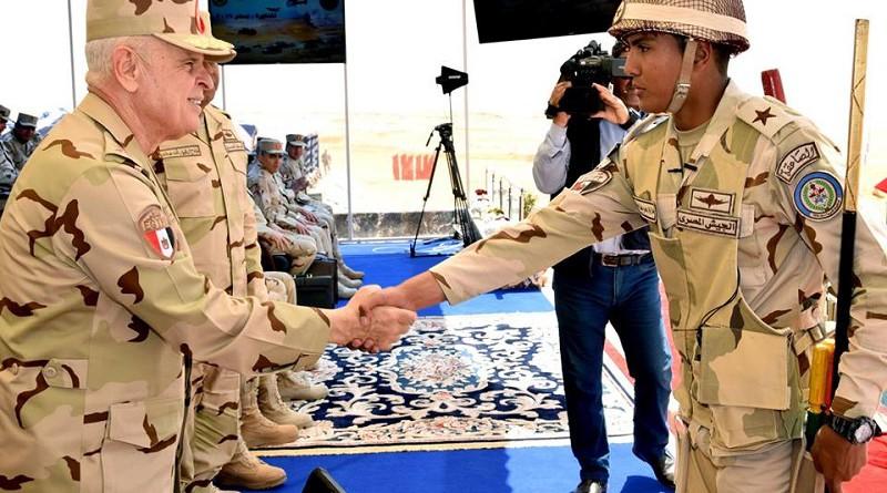 """رئيس أركان حرب القوات المسلحة يشهد إحدى مراحل المناورة """"بدر 2019"""""""