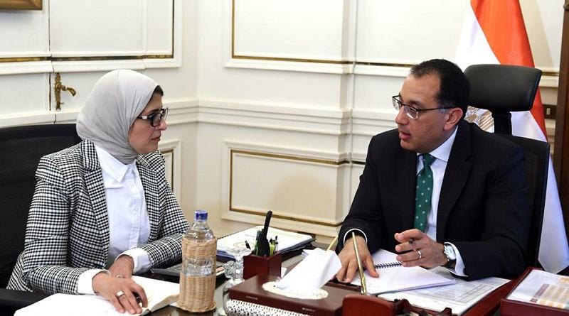 رئيس الوزراء يتابع مع وزيرة الصحة استعدادات تطبيق منظومة التأمين الصحى