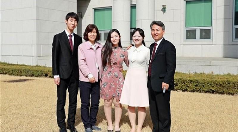 5 أفراد من عائلة واحدة يدرسون في نفس الجامعة