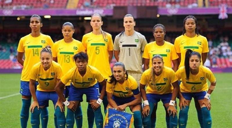 لاعبات البرازيل يأملن بانطلاق معركة المساواة مع اللاعبين