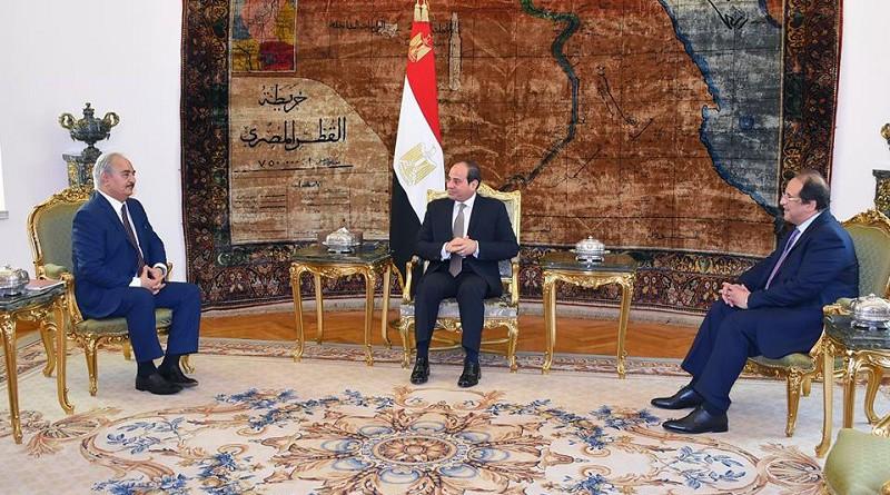 """السيسي يؤكد لـ""""حفتر"""": دعم مصر لجهود مكافحة الإرهاب واستقرار ليبيا"""
