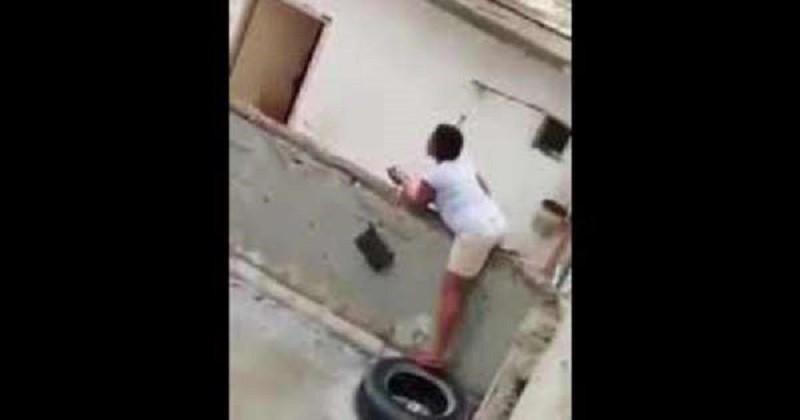 الشرطة تداهم وكرًا للدعارة.. وهروب جماعي للفتيات (فيديو)