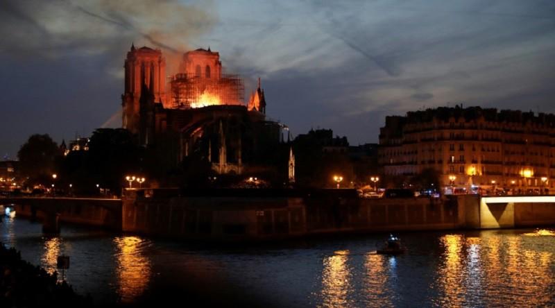 العالم يعبر عن تضامنه مع فرنسا إثر حريق كاتدرائية نوتردام