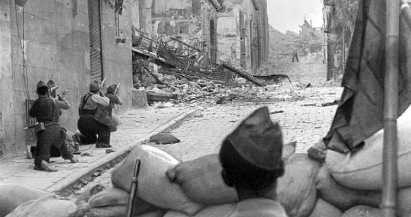 """السنوات تنفخ """"رماد الحرب الأهلية"""" في ذاكرة السياسيين الإسبان"""