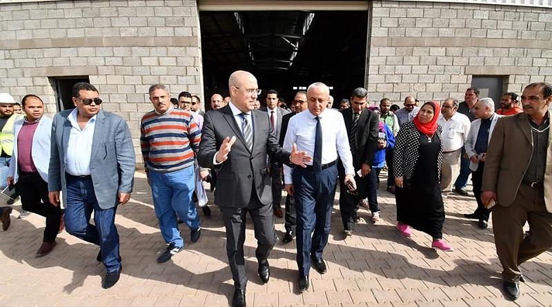 وزير الإسكان يتفقد مشروع المجمعات الصناعية الصغيرة والمتوسطة بالعاشر من رمضان